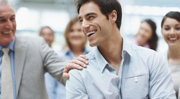 4 ψυχολογικές μέθοδοι για να γίνεσαι Συμπαθής σε όλους