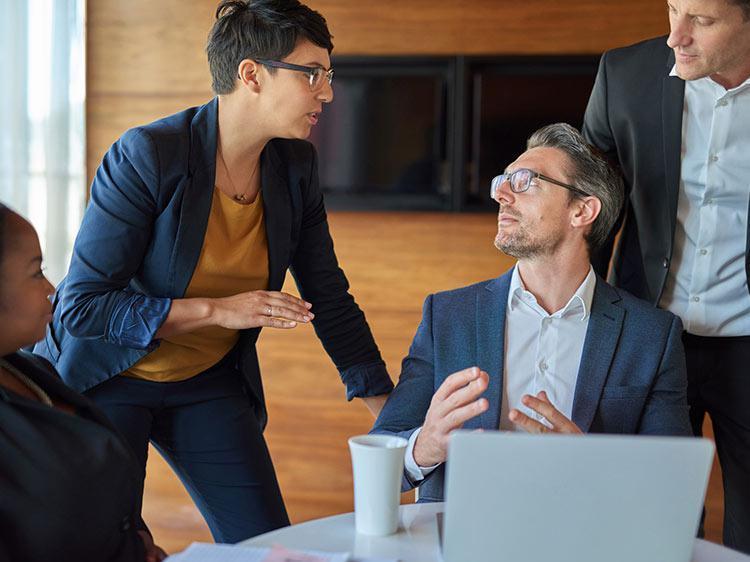 4 λάθος τρόποι να απολογηθείς στη δουλειά σου