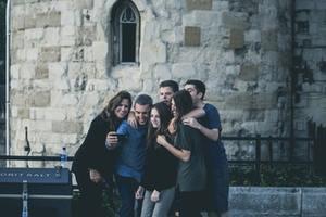 Πως να γίνεσαι αποδεκτός σε άλλες ομάδες ανθρώπων