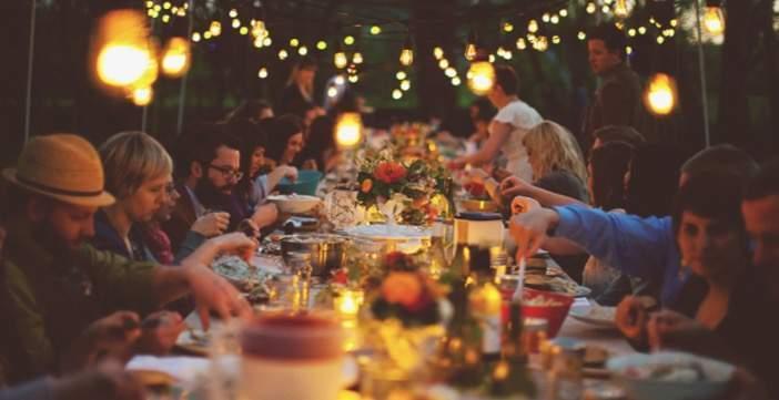 Γιατί τρώμε τόσο πολύ στις γιορτές;