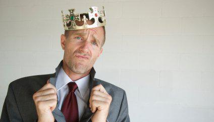 Αυταρχική Ηγεσία: Όταν η Αυτοπεποίθηση μετατρέπεται σε Αλαζονεία.