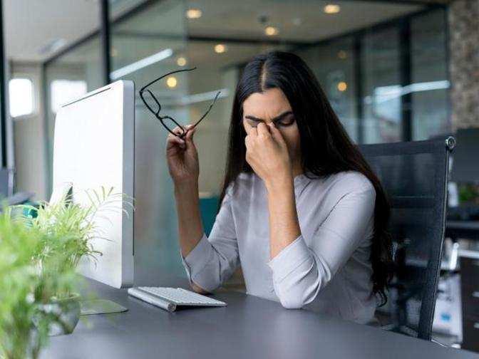 Απλοί τρόποι για να γλυτώσεις το «χώσιμο» στο γραφείο