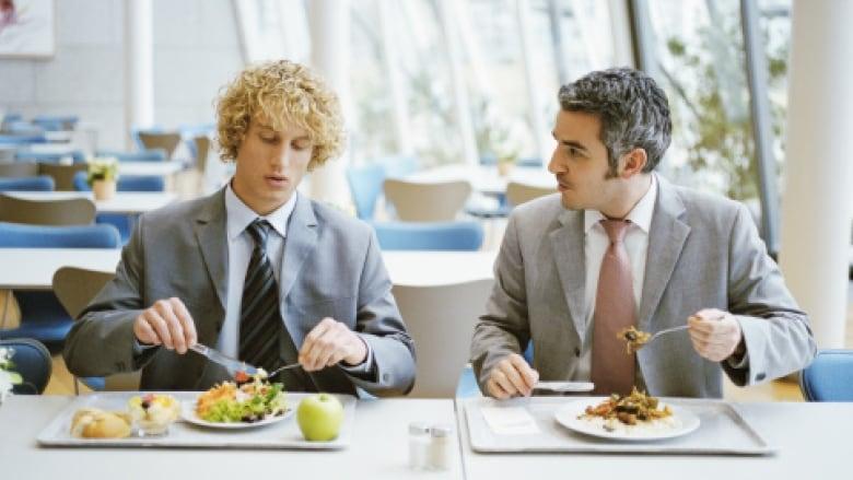 6 Θέματα που πρέπει να Αποφύγεις να Συζητήσεις στη Δουλειά